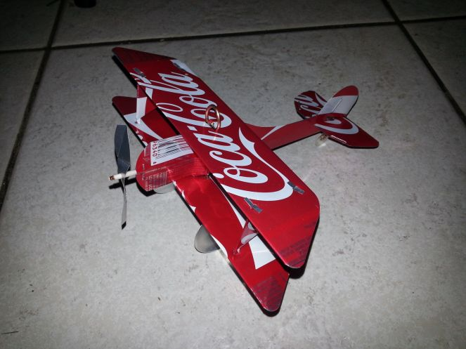 coca-cola-can-plane-airplane-made-from-real-coke-_57